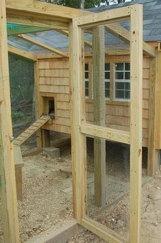 Building A Chicken Coop - NOTE TO SELF: This is the way to build a RUN! Refer to this pin for details. - Building a chicken coop does not have to be tricky nor does it have to set you back a ton of scratch. Chicken Coop Run, Chicken Pen, Chicken Coup, Portable Chicken Coop, Chicken Life, Backyard Chicken Coops, Building A Chicken Coop, Chickens Backyard, Chicken Tractors