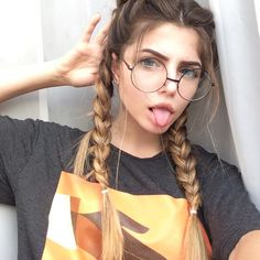 Girls with Magical Appearance - Inspired Beauty Tumblr Photography, Photography Poses, Cute Bun Hairstyles, Tumbrl Girls, Coiffure Hair, Cute Buns, Stylish Girl Pic, Girls Dpz, Girls With Glasses