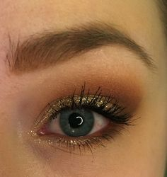 A tutorial on this orangey/brown and gold sparkle look - using mostly the Modern Renaissance palette.