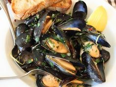 Drunken Mussels Recipe - Mussels Steamed in a Garlic, Lemon & Wine Broth
