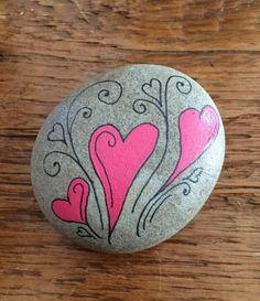 ✓ Best Painted Rocks Ideas, Weapon to Wreck Your Boring Time [Images] Heart Painting, Pebble Painting, Pebble Art, Stone Painting, Rock Painting Patterns, Rock Painting Ideas Easy, Rock Painting Designs, Stone Crafts, Rock Crafts