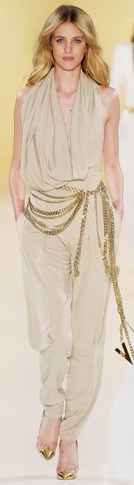 ✜ Alexandre Vautier Haute Couture FW 2013 ✜ http://www.vogue.it/en/shows/show/haute-couture-fall-winter-2012/alexandre-vauthier/collection/493993