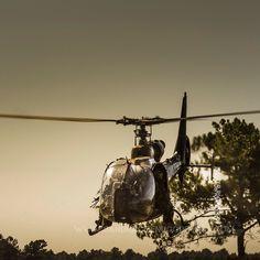 """Gazelle du 4eme RHFS et opérateurs du 1""""ème RDP [Ref:4114-14-0480] #armeedeterre #4RHFS #gazelle #13RDP #helicoptere #helicopter #chopper #milpicture #actionpicture @armee2terre"""