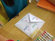 Introducing their favorite things by making folding book.