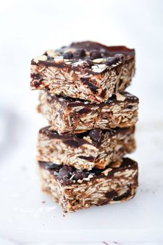 These no-bake bars are packed with healthy ingredients and just the right amount of chocolate decadence to make a treat worthy of breakfast, snack-time or dessert. Homemade Pie, Homemade Desserts, Best Dessert Recipes, Easy Desserts, Delicious Desserts, Snack Recipes, Brunch Recipes, Gluten Free Cookie Recipes, Gluten Free Desserts