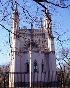 Eglise Gothique - Peterhof - Construite entre 1831 et 1833 sur les plans de l'architecte Karl Friedrich Schinkel.