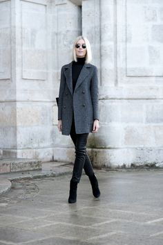 Grey blazer with leather pants outfit / Anna Sofia - Style Plaza