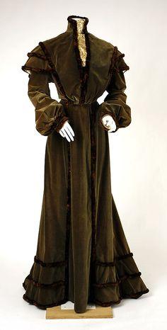 Dress, 1902–1903  Culture: American  Medium: silk, fur  Metropolitan Museum of Art  Accession Number: C.I.52.42.5a, b