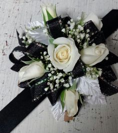 43 ideas diy wedding corsage wristlets mom for 2019 Prom Corsage And Boutonniere, Corsage Wedding, Diy Food Gifts, Diy Gifts For Dad, Prom Flowers, Bridal Flowers, Floral Wedding, Diy Wedding, Wedding Ideas