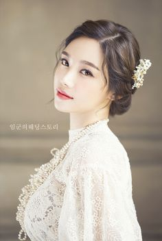 Korean Wedding Hairstyles 2018 - Based on your venue agreement, there could be a few constraints with regards to the sort of decor it is possible to generate or Korean Wedding Makeup, Natural Wedding Makeup, Bridal Hair And Makeup, Wedding Hair And Makeup, Hair Makeup, Asian Wedding Hair, Hair Wedding, Bride Makeup Asian, Asian Makeup Natural