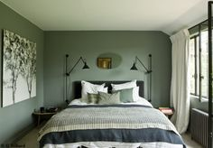 Are you looking for photography inspiration for your next home design project? Be inspired by Sarah Interior Design Bedroom Teenage, Home Bedroom, Green Rooms, Bedroom Design, Interior Design Bedroom Small, Bedroom Colors, Green Bedroom Walls, Green Home Decor, Interior Design Bedroom