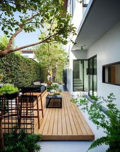 Find the most impressive and modern backyard exterior designs here. Find the most impressive and modern backyard exterior designs here. Small Backyard Gardens, Backyard Patio Designs, Small Backyard Landscaping, Modern Landscaping, Small Backyard Design, Landscaping Ideas, Deck Patio, Low Deck Designs, Landscaping Borders