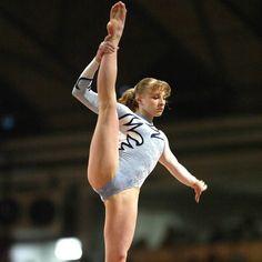 Gymnastics Images, Gymnastics Poses, Amazing Gymnastics, Gymnastics Photography, Sport Gymnastics, Artistic Gymnastics, Gymnastics Leotards, Hot Figure Skaters, Lady Fitness