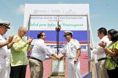 Acompañado por el comandante de la 3ª Zona Naval, vicealmirante Jorge Alberto Burguete Kaller, el gobernador Javier Duarte de Ochoa presidió la ceremonia de colocación de la primera piedra del Hospital Naval de Coatzacoalcos.