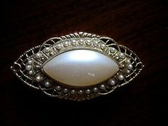 Vintage Classic Faux Pearl & Filigree Gold Tone Bar Brooch Pin
