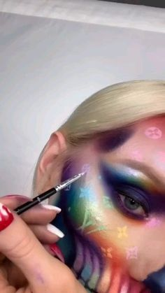 Are you looking for ideas for your Halloween make-up? Browse around this site for creepy Halloween makeup looks. Unique Halloween Makeup, Creative Makeup Looks, Scary Halloween, Helloween Make Up, Make Up Designs, Make Up Videos, Clown Makeup, Makeup Eyes, Costume Makeup