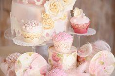 Cukrářská výroba na profesionální úrovni zabývající se pečením svatebních, narozeninových a kavárenských dortů, pečením sušenek, bonbonů a jiného cukroví, výroba jakéhokoliv cukrářského výrobku na zakázku.