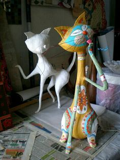 Top 30 Crafty Paper Mache Projects You Can Try For Yourself - papier mache Paper Mache Projects, Paper Mache Clay, Paper Mache Crafts, Paper Mache Sculpture, Sculpture Art, Art Projects, Cat Crafts, Diy And Crafts, Arts And Crafts