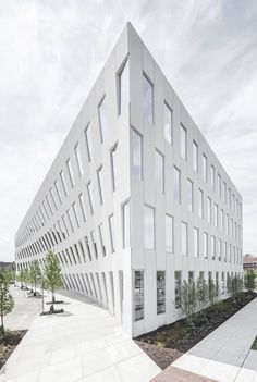 Bjarke Ingels Group has completed in #Philadelphia the LEED Gold office building 1200 Intrepid. The building's double curved, pre-cast concrete façade appears as the bow of a ship, paying homage to the adjacent navy yard #curves