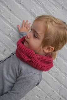 Children's Quick Knitted Cabled Cowl pattern by A Crafty House This is the greatest quick gift for a little kiddo…. you can easily finish this in an hour or two! It's perfect for the . Best Christmas Presents, A Christmas Story, Christmas Fun, Toddler Cowl, Quick Knits, Learn How To Knit, Knitting For Beginners, Warm And Cozy, Stitch Patterns