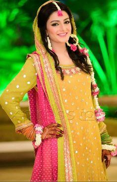 Magnificence Mehndi Dress For Modish Girls 2017