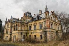 Found an Abandoned Fairy Tale Castle [6000x4000] [OC] : AbandonedPorn