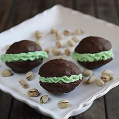 Pistachio Cream Whoopie Pies The Hopeless Housewife