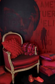 Red, white & black: Atelier Swarovski by Diana Vreeland Red Velvet Chair, Harlem New York, Simply Red, Red Rooms, Red Interiors, My New Room, Shades Of Red, Dark Red, Favorite Color