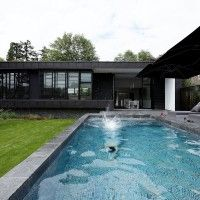 Pool Modern House by Lode Architecture, France. Love the flow from house to pool to backyard. Architecture Résidentielle, Amazing Architecture, Contemporary Architecture, Design Villa Moderne, Modern Villa Design, Location Villa Piscine, Houses In France, Exterior Design, Modern Family