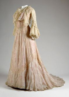 Charles Worth  1900 tea gown from Chicago