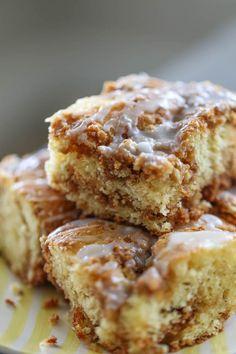 A super easy Coffee Cake Recipe using a box cake mix, brown sugar, cinnamon and graham cracker crumbs! SO GOOD!