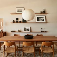 Actress Jennifer Aniston collaborated with designer Stephen Shadley to transform the house by Harold W. Levitt into an inviting retreat Dining Room Inspiration, Interior Inspiration, Malibu Beach House, Malibu Homes, Dining Room Design, Living Room Interior, Home And Living, Sweet Home, House Design