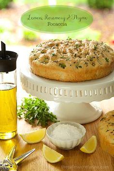 Λεμόνι, Δεντρολίβανο & Θυμάρι Focaccia, μια ιταλική εμπνευσμένη επίπεδη ψωμί με ένα ψίχουλο προσφορά και out-of-this-κόσμο-γεύση!