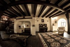 Castello Bran tra realtà e fantasia. Castle Bran between reality and fantasy - Testo e fotografie di Dorin Mihai #dorinmihai #castle #Bran #Brancastle #Draculascastle #Rumania #Dracula #horror #Transilvania #gothic