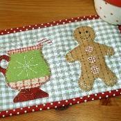 Gingerbread Cup Mug Rug - via @Craftsy