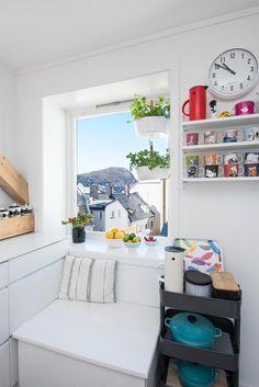 Sentrum - Innbydende toppleilighet over to plan med solrik privat takterrasse med flott utsikt, kjøkken fra KVIK med integrerte hvitevarer. | FINN.no