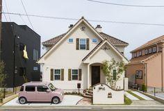 ブルースホーム福岡中央・北九州が手がけた輸入住宅の施工事例をご紹介。 Cute House, Tiny House, Exterior Design, Interior And Exterior, What House, Spanish Style Homes, Japanese House, Little Houses, House Rooms