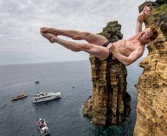 Tuffi show alle Azzorre: lanci da 30 metri