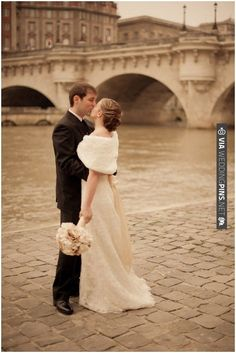 Vintage styled couple in Paris   with fur bolero | Photography © Juliane Berry via French Wedding Style | VIA #WEDDINGPINS.NET