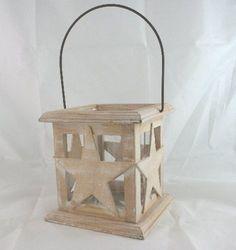 Lanterna porta candela in legno naturale e bianco, in stile Shabby Chic, con stella sagomata.H.14 cm.  Con bicchiere all'interno diam.8,5 cm.
