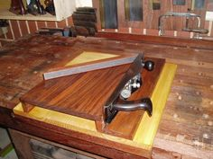 http://www.inthewoodshop.com/ShopMadeTools/Setting Up and Using a Shooting Board4.html