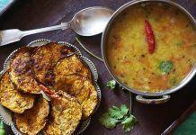 Baigan Bhaja Recipe in Hindi Curry Recipes, Salad Recipes, Vegetarian Recipes, Cooking Recipes, Gujarati Recipes, Indian Food Recipes, Ethnic Recipes, Badam Milk Recipe, Bhel Recipe