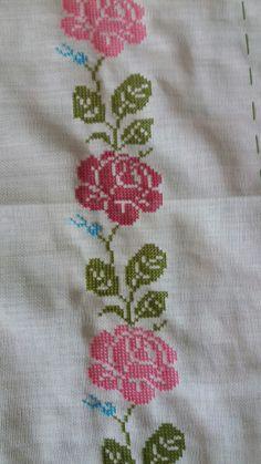 Cross Stitch Borders, Cross Stitch Rose, Cross Stitch Flowers, Cross Stitch Designs, Cross Stitch Embroidery, Cross Stitch Patterns, Hand Embroidery Design Patterns, Craft Accessories, Crochet Baby