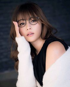 Beauty in its most natural form! Asian Cute, Cute Asian Girls, Cute Girls, Prity Girl, Sexy Librarian, Portraits, Japan Girl, Girls With Glasses, Cute Japanese