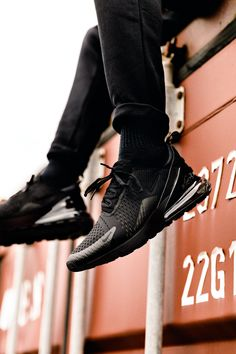 Nike Air Max 270 'Blackout'