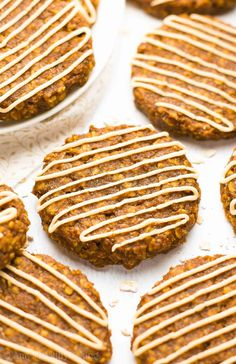 Healthy Pumpkin Spice Latte Oatmeal Cookies – only 86 calories! They taste AMAZING! Just like a Starbucks PSL! Pumpkin Oatmeal Cookies, Pumpkin Pie Mix, Healthy Oatmeal Cookies, Pumpkin Spice Syrup, Oatmeal Cookie Recipes, Pumpkin Chocolate Chips, Chocolate Chip Oatmeal, Healthy Pumpkin Cookies, Coffee Recipes