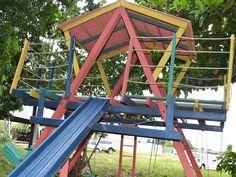 """Estão sendo instalados nas praças de Cuiabá, kits de peças voltadas para a prática de esportes e para o lazer infantil. A novidade do projeto """"Praça da Alegria"""", é que os equipamentos foram produzidos por reeducandos."""