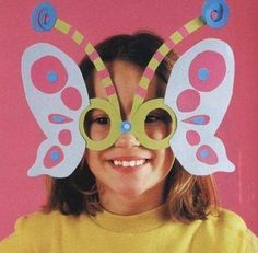 idea for mask! Diy Butterfly Costume, Butterfly Crafts, Butterfly Mask, Paper Crafts For Kids, Preschool Crafts, Diy For Kids, Carnival Masks, Carnival Costumes, Clown Party