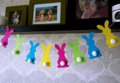 Une guirlande de lapins colorés pour Pâques
