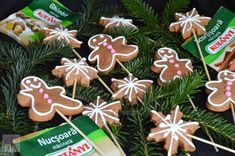 Turta dulce - CAIETUL CU RETETE Gingerbread Cookies, Desserts, Blog, Christmas, Sweets, Gingerbread Cupcakes, Tailgate Desserts, Xmas, Deserts